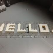 HELLO!の文字のブロック
