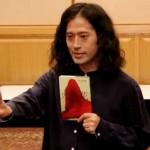 又吉直樹さんが『文学界9月号』を発売前にシャア専用ザク化!